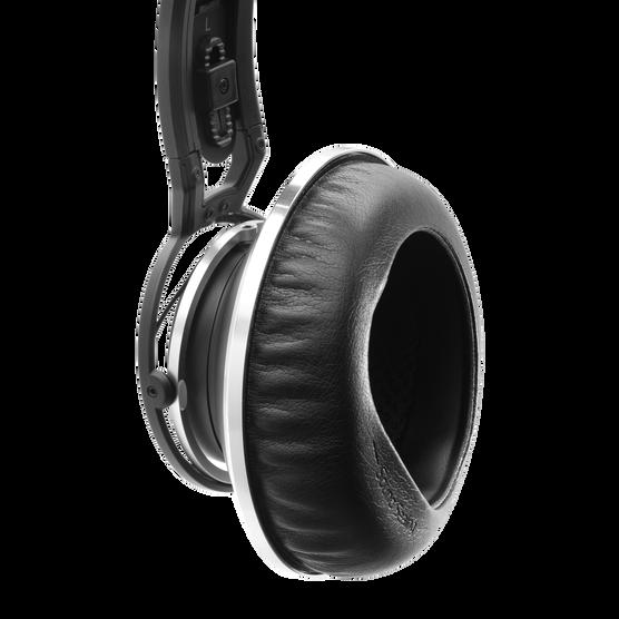 K872 - Black - Master reference closed-back headphones - Detailshot 1